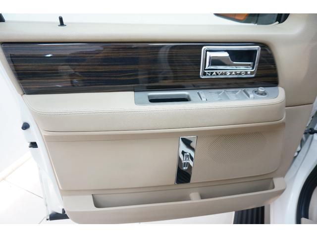 「リンカーン」「リンカーン ナビゲーター」「SUV・クロカン」「東京都」の中古車41