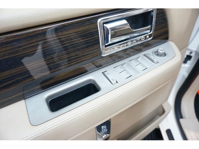 「リンカーン」「リンカーン ナビゲーター」「SUV・クロカン」「東京都」の中古車42
