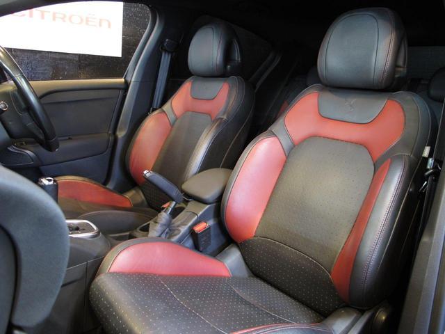限定車専用のブラックとレッドのコンビレザーシートにはマッサージ機能も付きます☆