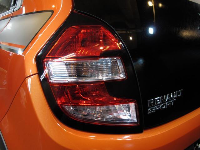 GT 5MT 禁煙車 LEDポジションランプ スマホクレードル Bluetooth Pivotタコメーター USB AUX アイドリングストップ クルコン リアスポイラー キーレス 盗難防止装置(19枚目)