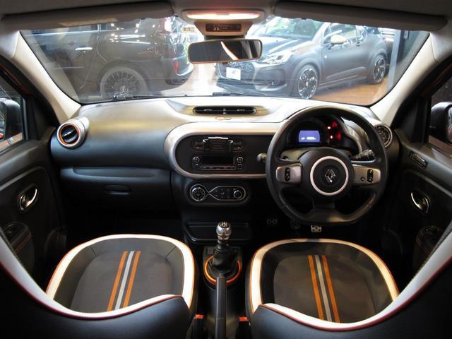 GT 5MT 禁煙車 LEDポジションランプ スマホクレードル Bluetooth Pivotタコメーター USB AUX アイドリングストップ クルコン リアスポイラー キーレス 盗難防止装置(34枚目)