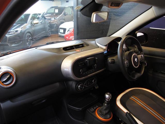GT 5MT 禁煙車 LEDポジションランプ スマホクレードル Bluetooth Pivotタコメーター USB AUX アイドリングストップ クルコン リアスポイラー キーレス 盗難防止装置(35枚目)