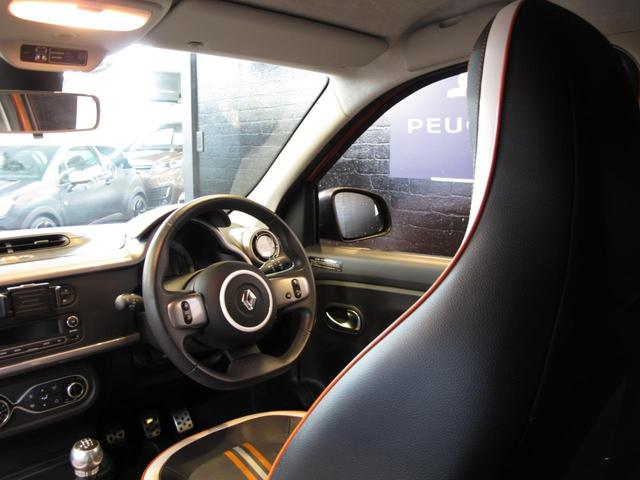 GT 5MT 禁煙車 LEDポジションランプ スマホクレードル Bluetooth Pivotタコメーター USB AUX アイドリングストップ クルコン リアスポイラー キーレス 盗難防止装置(36枚目)