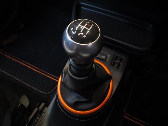 GT 5MT 禁煙車 LEDポジションランプ スマホクレードル Bluetooth Pivotタコメーター USB AUX アイドリングストップ クルコン リアスポイラー キーレス 盗難防止装置(40枚目)