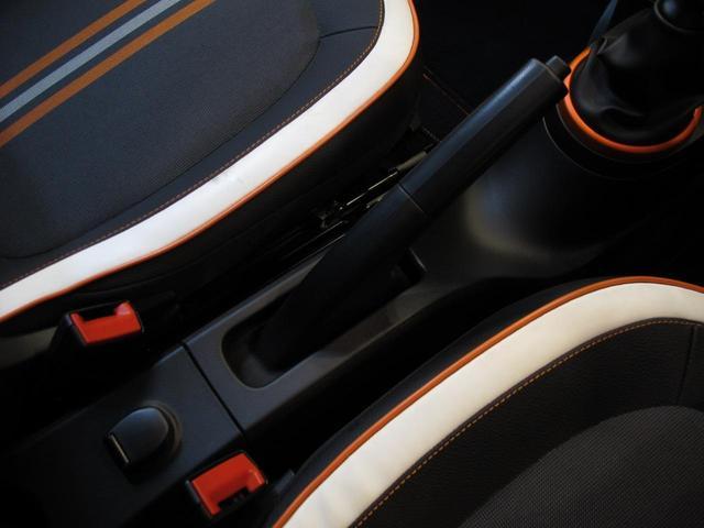 GT 5MT 禁煙車 LEDポジションランプ スマホクレードル Bluetooth Pivotタコメーター USB AUX アイドリングストップ クルコン リアスポイラー キーレス 盗難防止装置(46枚目)