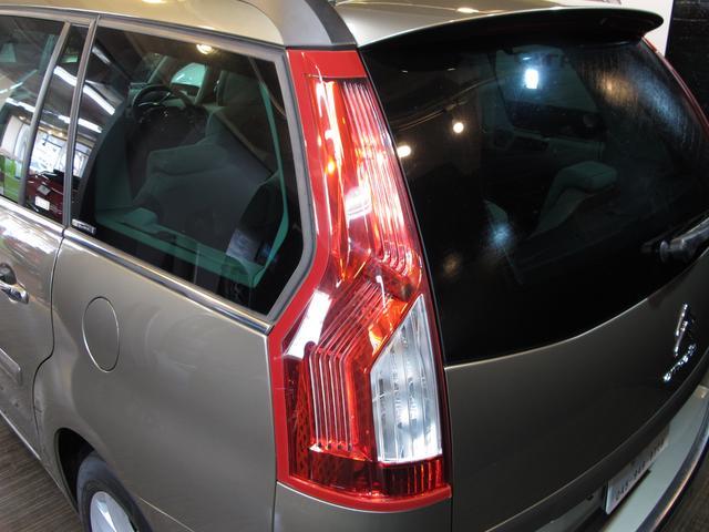 1.6Tエクスクルーシブ 正規ディーラー車 3列シート7人乗り 後期フェイス 後期EGS スーパーパノラミックフロントウインドウ パノラミックガラスルーフ HIDライト LEDポジションランプ(20枚目)