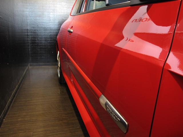 ルノースポール 2L自然吸気エンジン 6速MT ブレンボブレーキキャリパー 純正17インチAW 禁煙車 純正オーディオ 202ps 402cm・177cm・149cm(14枚目)