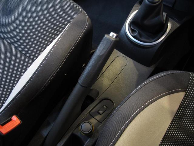 ルノースポール 2L自然吸気エンジン 6速MT ブレンボブレーキキャリパー 純正17インチAW 禁煙車 純正オーディオ 202ps 402cm・177cm・149cm(32枚目)