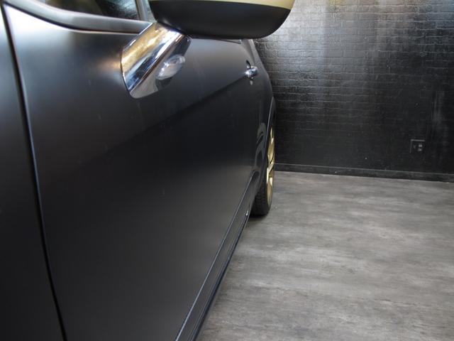 レーシングマットゴールド 国内20台限定車 ワンオーナー 1.6Lターボ 6速MT 207馬力 専用シート 専用ボディデカール 専用インテリアパネル レッドキャリパー カーボンパネル HiFiオーディオ 専用18インチAW(16枚目)