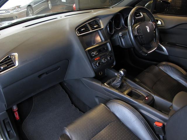 スポーツシック 6速MT ターボエンジン ディレクショナルヘッドライト 黒レザーシート  シートヒーター ブラインドスポットモニター 前後ソナー クルーズコントロール ワンセグTV ETC キーレス USB  HID(24枚目)