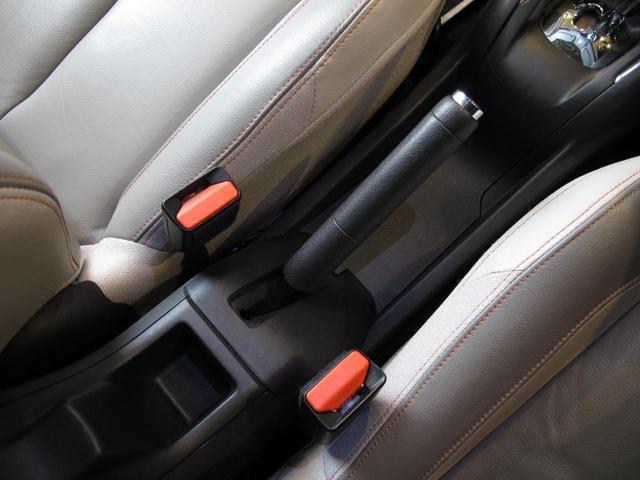 ロラン ギャロス 国内100台限定車 専用レザーシート シートヒーター 純正ナビTV バックカメラ  禁煙車 ガラスルーフ  Bluetooth 専用刺繍インテリア バックソナー パドル付セミAT 純正16インチAW(28枚目)