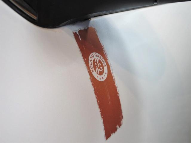 ロラン ギャロス 国内100台限定車 禁煙車 専用レザーシート シートヒーター 純正フルセグTVナビ ガラスルーフ  Bluetooth 専用刺繍インテリア バックソナー パドル付セミAT 純正16インチAW(12枚目)