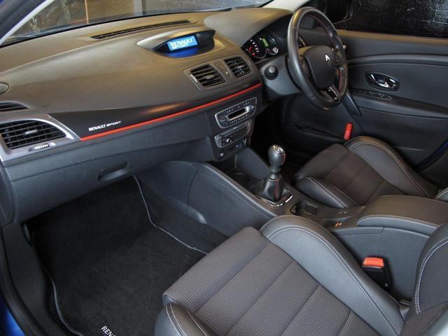 GT 220 6速MT 2Lターボ 禁煙車 ハーフレザーシート クルーズコントロール ミラー型ドライブレコーダー Bluetooth ETC USB AUX キーレス 専用純正18インチAW(69枚目)
