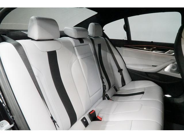 M5 4WD コンフォートP B&Wilkins 新車保証付(11枚目)