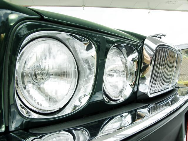 XJ6-4.0スポーツ XJ40限定車 フルノーマル 4.0リッター直6DOHC 純正16インチラティスアルミ レッド&シルバーコーチライン レッドテールレンズ イングリッシュツイード&レザーインテリア(9枚目)
