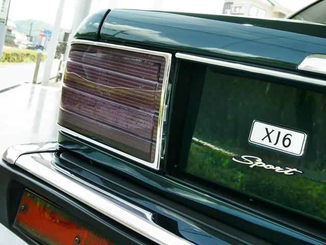XJ6-4.0スポーツ XJ40限定車 フルノーマル 4.0リッター直6DOHC 純正16インチラティスアルミ レッド&シルバーコーチライン レッドテールレンズ イングリッシュツイード&レザーインテリア(23枚目)