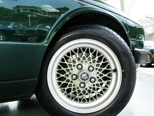 XJ6-4.0スポーツ XJ40限定車 フルノーマル 4.0リッター直6DOHC 純正16インチラティスアルミ レッド&シルバーコーチライン レッドテールレンズ イングリッシュツイード&レザーインテリア(28枚目)