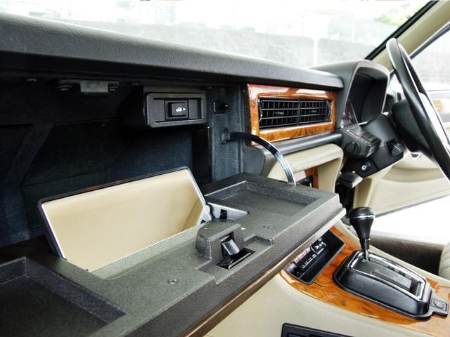XJ6-4.0スポーツ XJ40限定車 フルノーマル 4.0リッター直6DOHC 純正16インチラティスアルミ レッド&シルバーコーチライン レッドテールレンズ イングリッシュツイード&レザーインテリア(43枚目)