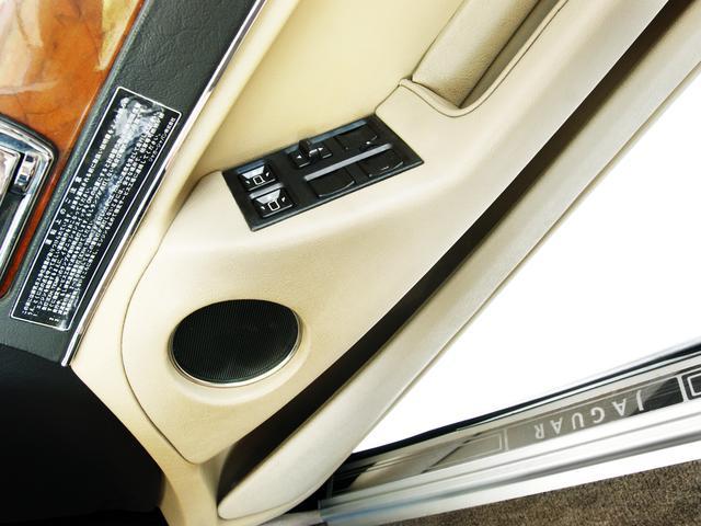 XJ6-4.0スポーツ XJ40限定車 フルノーマル 4.0リッター直6DOHC 純正16インチラティスアルミ レッド&シルバーコーチライン レッドテールレンズ イングリッシュツイード&レザーインテリア(50枚目)