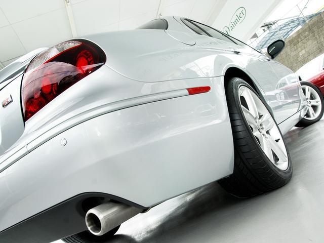 R 2007MY・後期最終『R』モデル・法人ワンオーナー・4.2スーパーチャージド(406PS)・専用インテリア・ブラック&ホワイトコンビ ソフトグレインスポーツレザーシート・カロッツェリアナビ・地デジ(30枚目)
