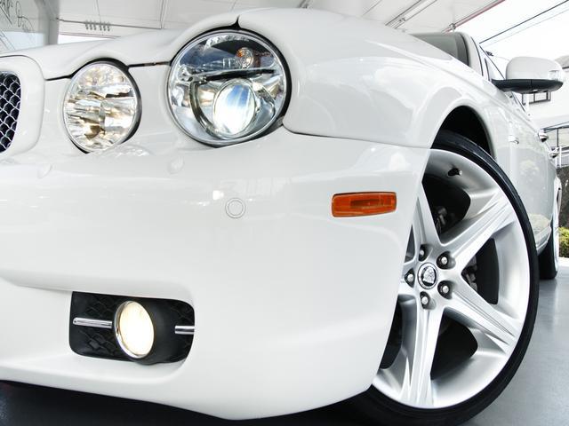 XJ 3.0ラグジュアリーリミテッド X358最終モデル・国内30台限定車・2オーナー・純正20インチ(Takoba)HID・クリアランスソナー・アメリカンカールウッド・ソフトグレインレザー・シートエアコン&ヒーター・16ウェイ電動シート(16枚目)