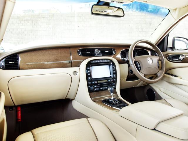 XJ 3.0ラグジュアリーリミテッド X358最終モデル・国内30台限定車・2オーナー・純正20インチ(Takoba)HID・クリアランスソナー・アメリカンカールウッド・ソフトグレインレザー・シートエアコン&ヒーター・16ウェイ電動シート(42枚目)