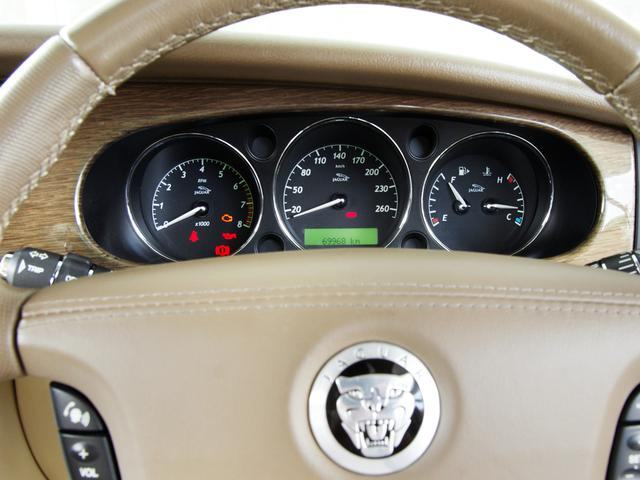 XJ 3.0ラグジュアリーリミテッド X358最終モデル・国内30台限定車・2オーナー・純正20インチ(Takoba)HID・クリアランスソナー・アメリカンカールウッド・ソフトグレインレザー・シートエアコン&ヒーター・16ウェイ電動シート(44枚目)