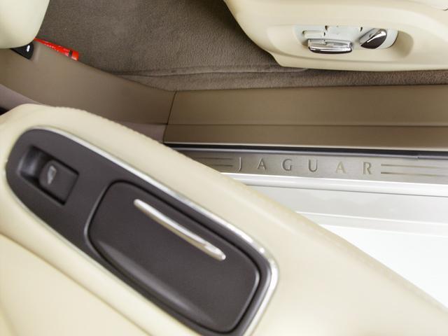 XJ 3.0ラグジュアリーリミテッド X358最終モデル・国内30台限定車・2オーナー・純正20インチ(Takoba)HID・クリアランスソナー・アメリカンカールウッド・ソフトグレインレザー・シートエアコン&ヒーター・16ウェイ電動シート(59枚目)