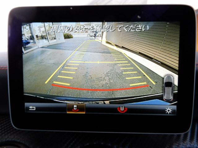 ドアハンドルには握りやすいグリップ形状が採用されています。空力面からは不利ですが、万一の事故の際など、車内に残された乗員を救出する為、外部からドアを開けやすいようになっています。