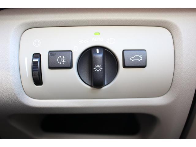 点灯忘れ、消灯忘れの心配が無いオートライトシステムを装備しています