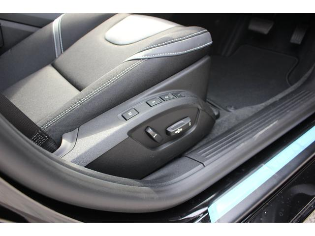 運転席のパワーシートは3名分のメモリーができて便利です