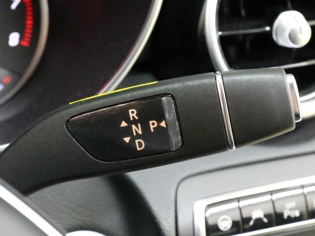 コラムシフトレバー搭載で、ハンドルから手を離さずにシフト操作が可能です!