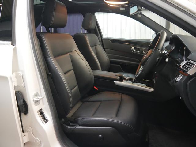 全席ヒーター&メモリー付ブラックレザーシート(電動ランバーサポート機能付き)・前席は3パターンまでシートポジションをメモリーできる嬉しい装備付です。