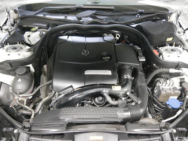 2,000ccターボエンジンを搭載し211馬力を発揮。新世代直噴システムとアイドリングストップにより燃費も向上。(カタログ数値)