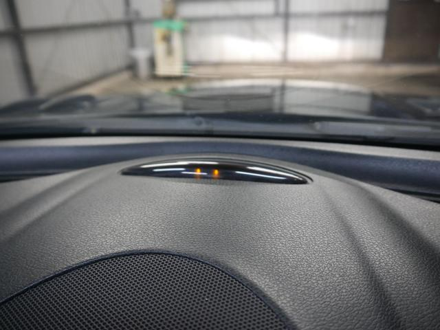 駐車場で便利なパークトロニック!!!前後バンパー付近の障害物を超音波センサーで感知、その状況を35cmまでは液晶インジケーターにて表示、35cm未満はアラームで注意を促すシステム。