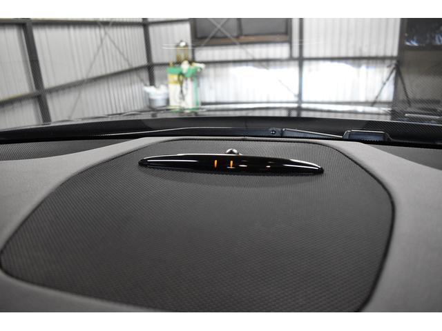 駐車場で便利なパークトロニック!!!前後バンパー付近の障害物を超音波センサーで感知、その状況を35cmまでは液晶インジケーターにて表示、35cm未満はアラームで注意を促すシステム