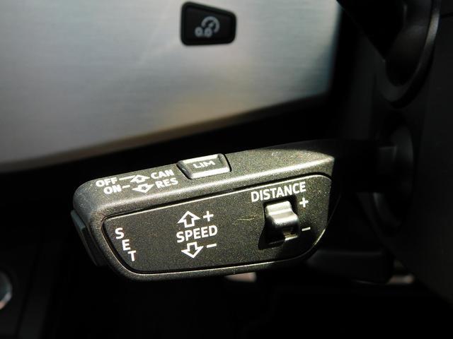 設定速度での走行に加えて、前車との安全な車間距離を維持して自動的に速度を調整するアダプティブクルーズコントロールを装備。