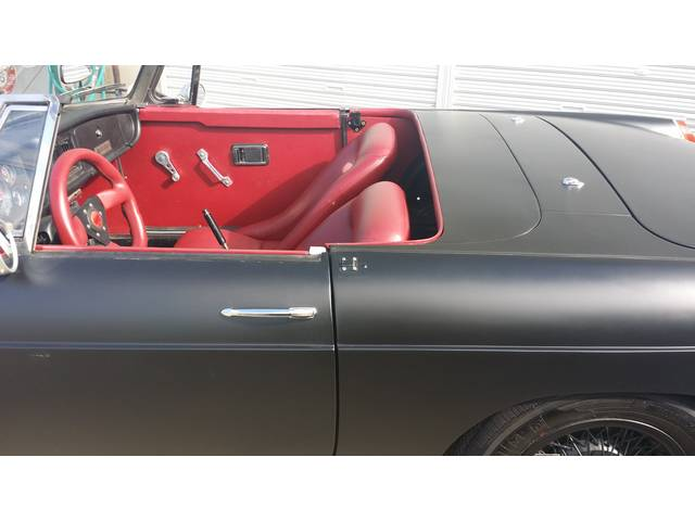 MG MGB ベースグレード マッドカスタム レッドインテリア