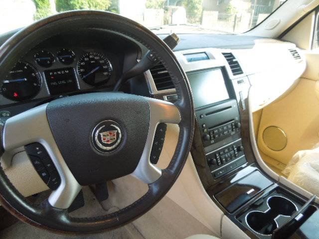 キャデラック キャデラック エスカレード AWD リフトUP 自社輸入