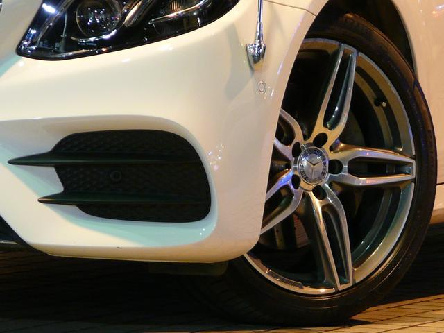 足元には洗練されたデザインのAMG19インチ5ツインスポークアルミホイールを装備しています!メルセデスベンツ特有の安心・安定感のあるブレーキシステムも好評です!コーナーポールは取り外し可能です!