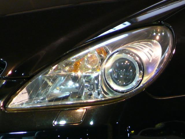 明るい光で夜間時のドライブをサポートするキセノンヘッドライトを採用!経年劣化によるヘッドライトの曇りも少なく綺麗な状態を維持しております!お気軽にお問い合わせ下さい!TEL047-390-1919