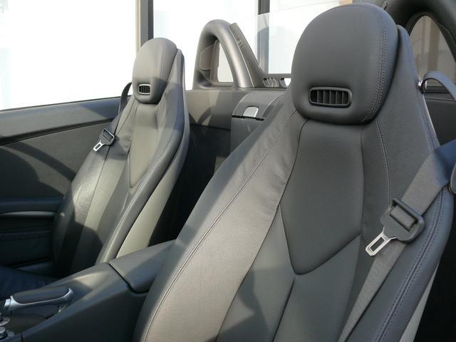 上質なレザーを使用した専用ブラックフルレザーシートになります!冬季に役立つシートヒーターやエアスカーフも装備しております!お気軽にお問い合わせ下さい!TEL047-390-1919