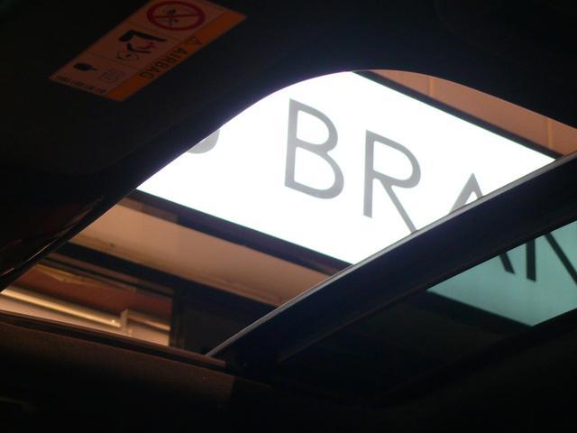 車内に光を取り入れ明るく開放的に演出するパノラミックガラススライディングルーフを採用しています!状況に応じてチルトアップ&スライドの2パターンでご使用頂けます!!TEL:047-390-1919