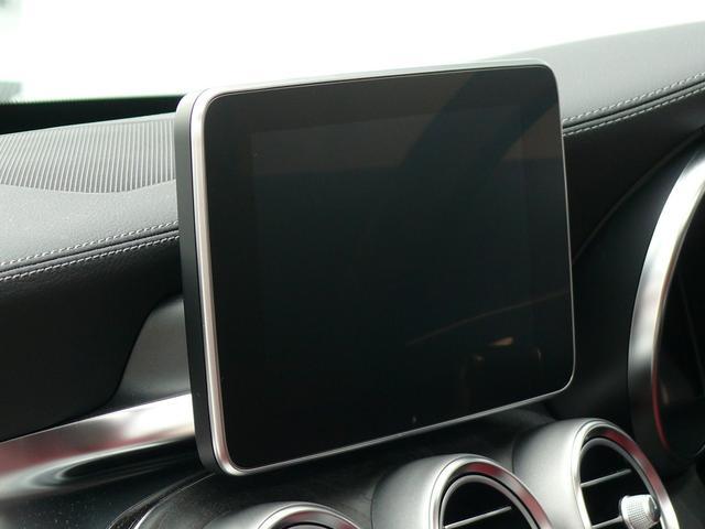 8インチワイドディスプレイが備わりCOMANDシステムに対応する純正HDDナビゲーションを搭載!フルセグTVやスマートフォン等との接続が可能なBluetoothオーディオもご使用頂けます!