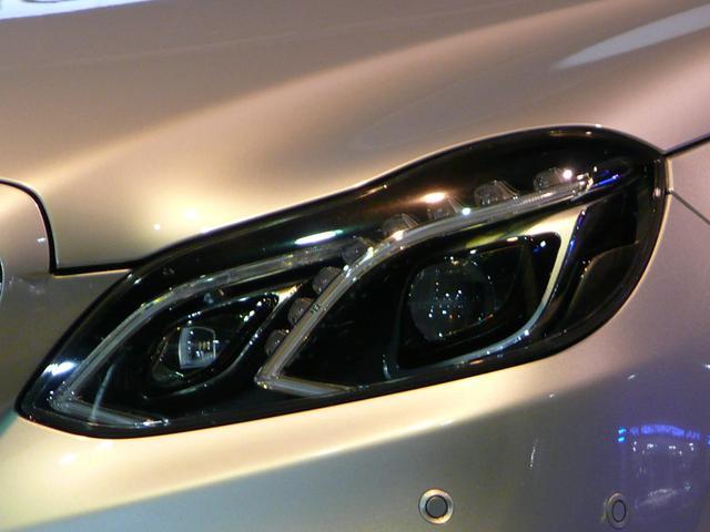 最新鋭のLEDハイパフォーマンスヘッドライトを採用!状況に応じて照明モードを自動的に切り替える事で、視認性を高めるインテリジェントライトシステムも搭載しております!TEL:047-390-1919