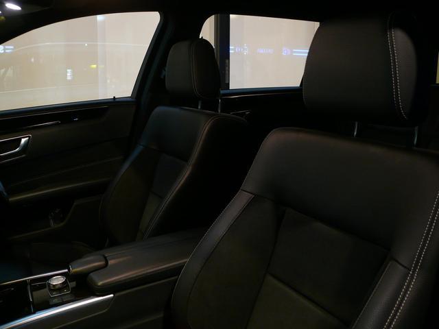 上質なレザーを使用したブラックDINAMICAコンビレザーシートを採用!ランバーサポートやメモリー機能付きパワーシート、シートヒーターも装備しており快適なドライブをお過ごし頂けます!!