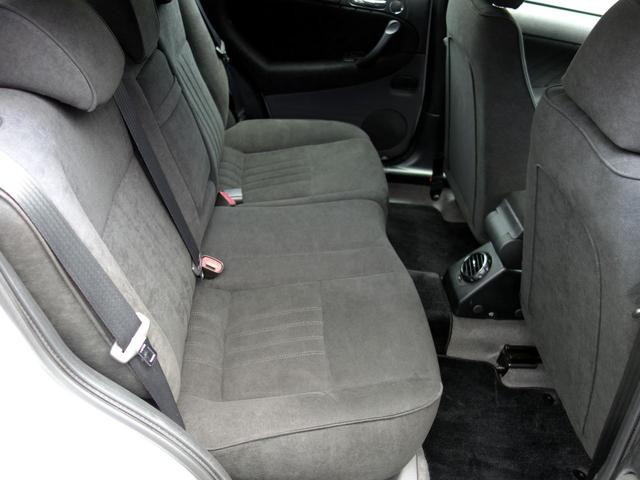 前席同様にリアシートも使用感を感じないコンディションです。後席搭乗者様も満足していただける綺麗さです。