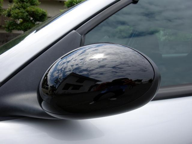 ドアミラーは通常モデルではボディ同色なのですが、限定車のブラックラインはドアミラーはブラックになります。ルーフとサイドミラーのブラック化はお洒落度が増して、ベースグレードとは雰囲気が全然違います