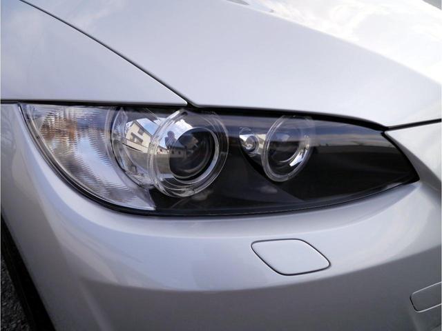 とても透明度のある樹脂ヘッドライトレンズは、お探しのお客様を魅了するハズです。この車両が今までの保管場所にも恵まれていたのが容易に想像ができるとおもいます。