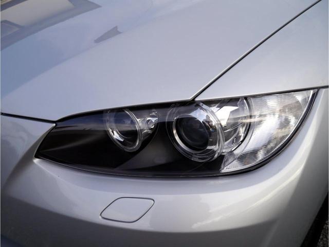ヘッドライトレンズが黄ばんで劣化しているとせっかくのお車の魅力が半減してしまいます。こちらの車両は綺麗なコンディションです。